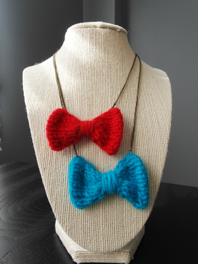 hand knit bow necklaces